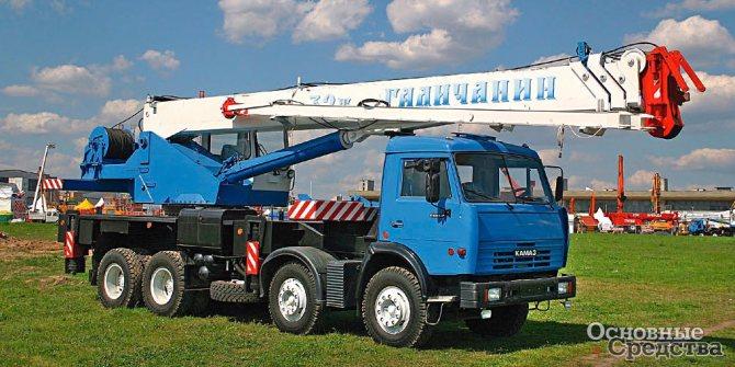 32-тонный кран на шасси КамАЗ-6540 (8х4)