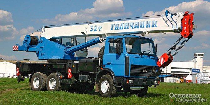 32-тонный кран на шасси МАЗ-630303