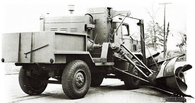 8-тонный полноприводный Walter FGBS со снегоуборочным оборудованием Roto Wing, 1942 г. Такие машины применялись на военных аэродромах США и Канады.