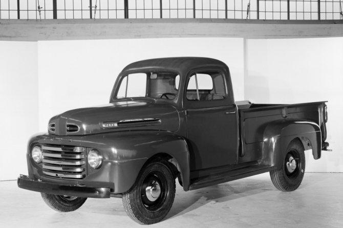 А вот и Ford F первого поколения образца 1948 года. Не правда, ли стилистическое сходство налицо? Технически