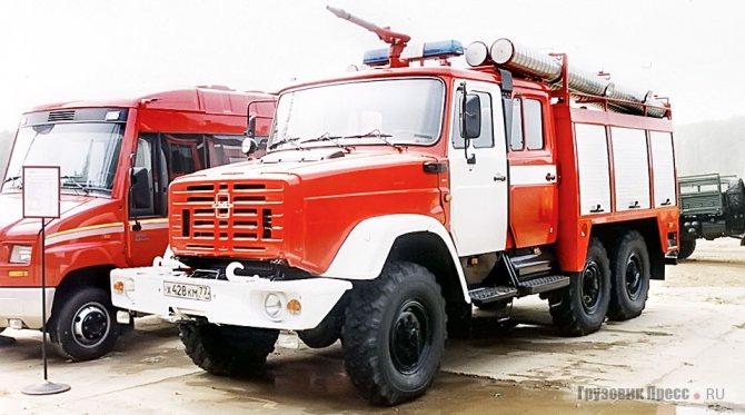 АЦ-2,5-40 мод. 006-ММ – опытный (и единственный) образец пожарной автоцистерны на дизельном ЗИЛ-433424 с круглыми фарами и белой эмблемой. АЦ-2,5-40 мод. 006-ММ и АЦ-2,5-40 мод. 005-ММ различаются дверьми кузова – у дизельной мод. 006-ММ шторные, у бензиновой мод. 005-ММ складные панельные.