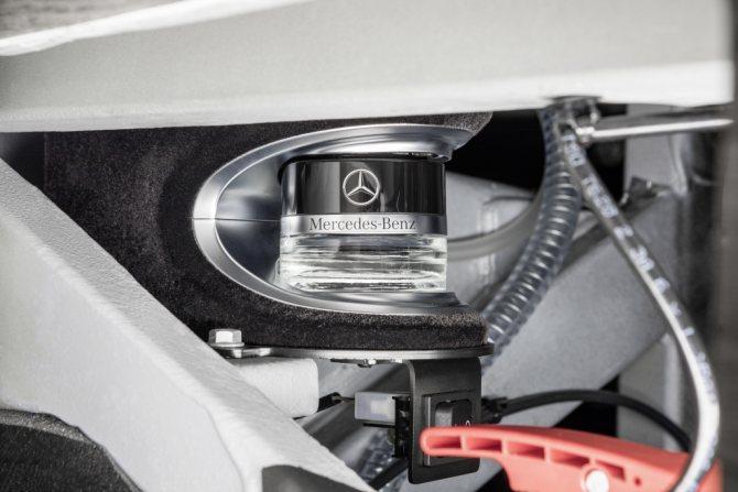 Ароматизатор автобуса Setra ароматизатор Mercedes-Benz на автобусе.jpg