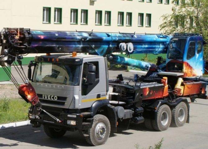 Автокран на шасси IVECO