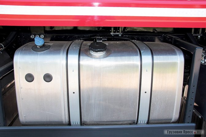 Баки для топлива и мочевины сгруппированы в единый модуль