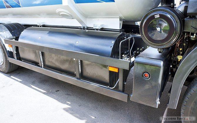 Баллон со сжатым газом прочно облюбовал правую сторону – все опытные машины имеют такую компоновку