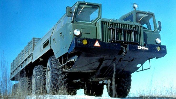Бортовое шасси МАЗ-543П в качестве военной учебной машины (из архива Л. Шугурова)