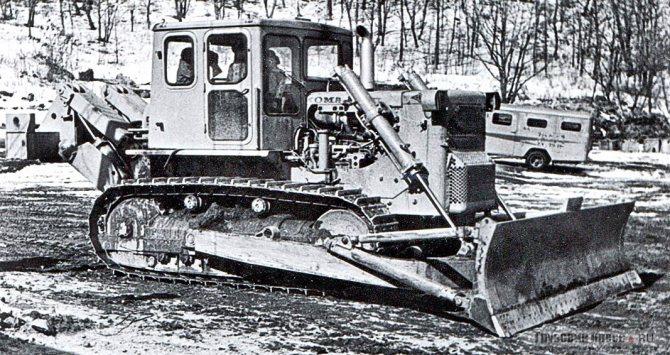 Бульдозер Komatsu D125A в исполнении УХЛ, специально построенный для испытаний в Хабаровске в 1969 г.