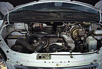 Дизельный двигатель ГАЗ-5601 очень удачно размещен под капотом