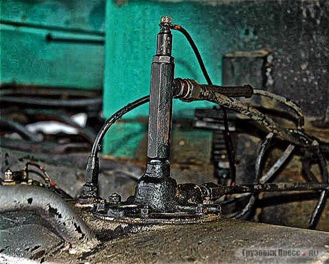 Для подогрева топлива в баке применена свеча накала от предпускового подогревателя КамАЗа