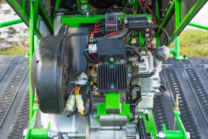 двигатель гусенечного снегоболотохода