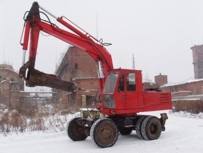 ЭО-3322 с гидромолотом