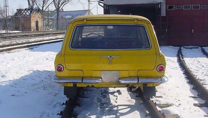фото ГАЗ-2402 на рельсах