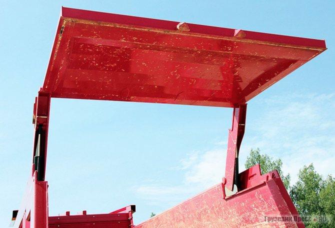 Гидравлические приводы компании F. X. Meiller отвечают не только за подъём и опускание кузова, но и используются в приводе заднего борта. Сам борт позволяет держать удар горной породы плотностью до 2 кг/cм