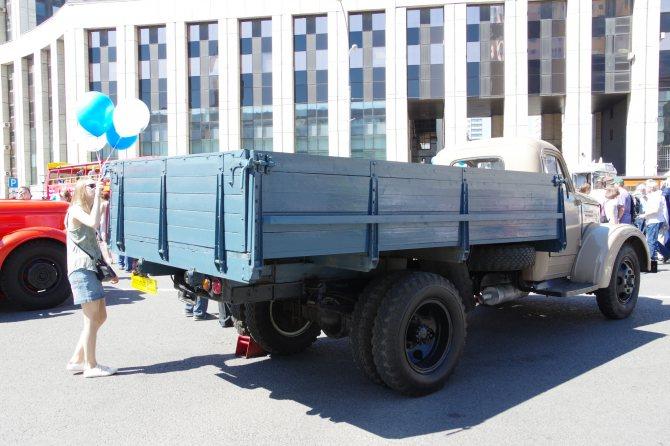 Грузовой автомобиль УралЗИС-355М