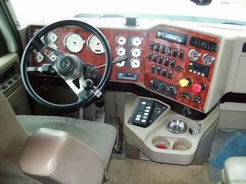 Интерьер кабины International 9900i