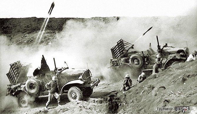 International M-2-4 с реактивными пусковыми установками T45 калибра 114,3 мм. Остров Иводзима. 1945 г.