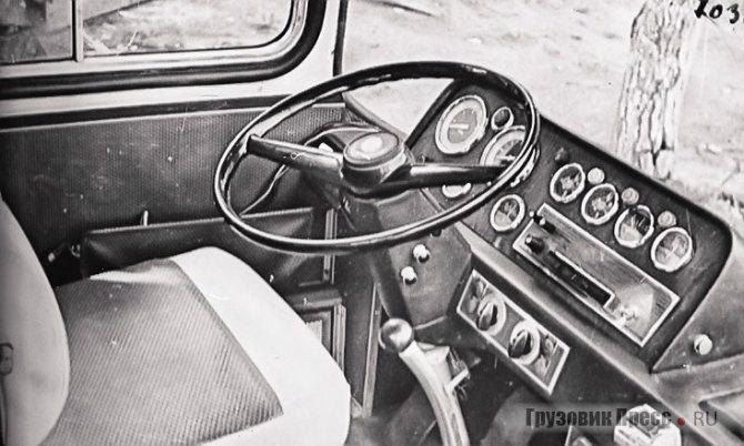 Кабина водителя опытного Ikarus 250
