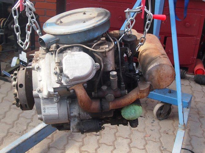КМЗ-012 Двигатель