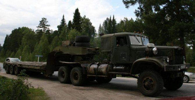 Когда на «лаптежников» начались гонения за негабарит, их начали массово переделывать под обычную дорожную ошиновку. авто, автотюнинг, грузовик, краз, самосвал, советская техника, тюнинг, тягач