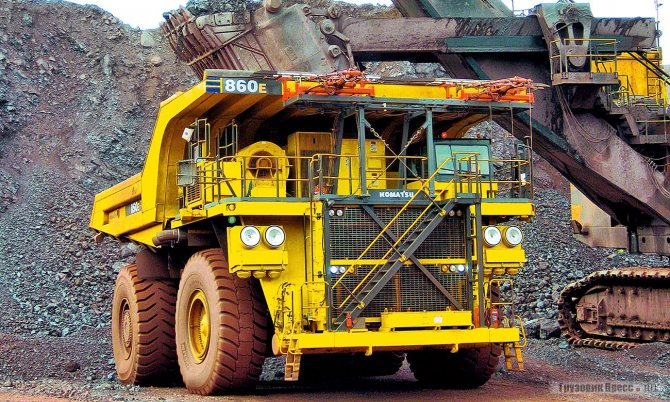 Komatsu 860Е-АТ оборудован троллейными токосъёмниками
