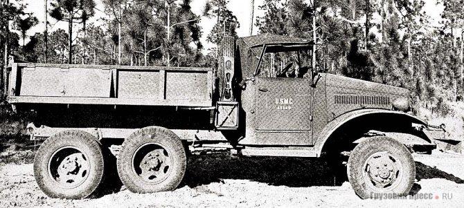 Короткобазный International M-5H-6 с металлическим самосвальным кузовом. 1942 г.