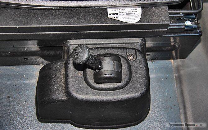Кран стояночного тормоза из прохода между сиденьями лучше убрать