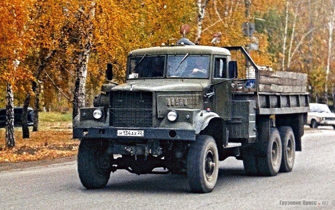 КрАЗ-255Б1, переоборудованный под колёса 12,00-20 с двускатной ошиновкой мостов задней тележки. г. Барнаул, октябрь 2006 г.