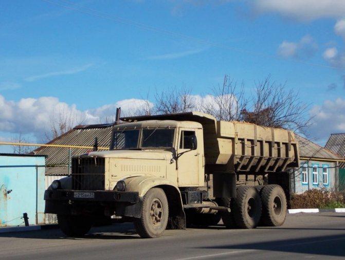 КрАЗ-256 самосвал