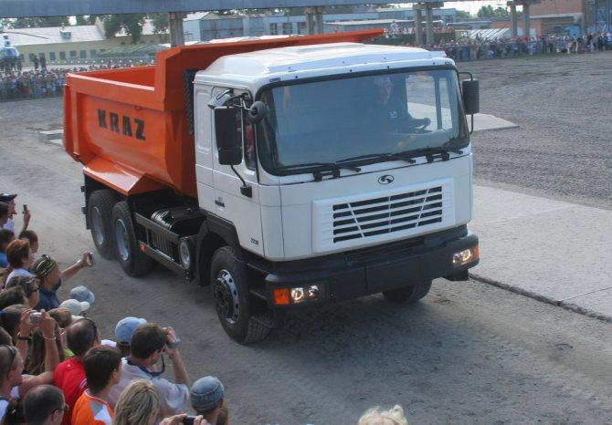 КрАЗ-7238С4 (6х4)