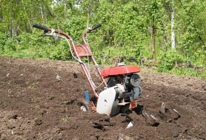 Культиватор Крот предназначен для вспахивания почвы
