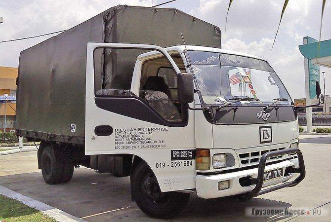 Малазийский HICOM имеет некоторое отличие в оформлении от японских Isuzu