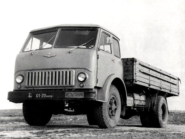 «МАЗ-500» и его предшественник – капотный «МАЗ-200»01