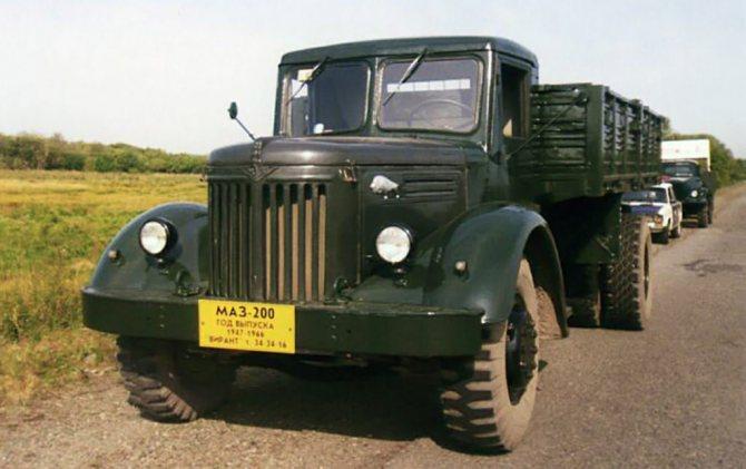 «МАЗ-500» и его предшественник – капотный «МАЗ-200»