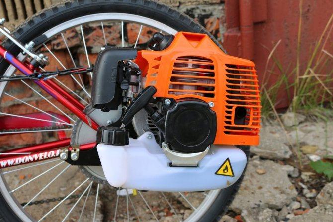 Мотор бензопилы у велосипеда
