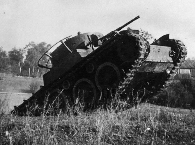 На гусеничном ходу Т-46 показал высокие показатели проходимости. - Колёсно-гусеничный тупик   Warspot.ru