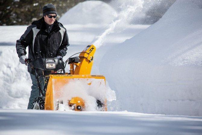 На сегодняшний день выбор самоходной техники для очистки придомовой территории от снега чрезвычайно широк, поэтому любой потребитель может подобрать модель по своим потребностям