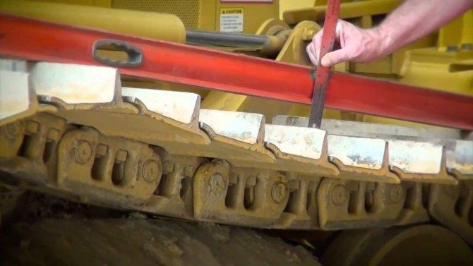 Недостаточный уровень натяжения гусениц - одна из ключевых причин быстрого износа и появления неисправностей ходовой части экскаватора Komatsu PC 300