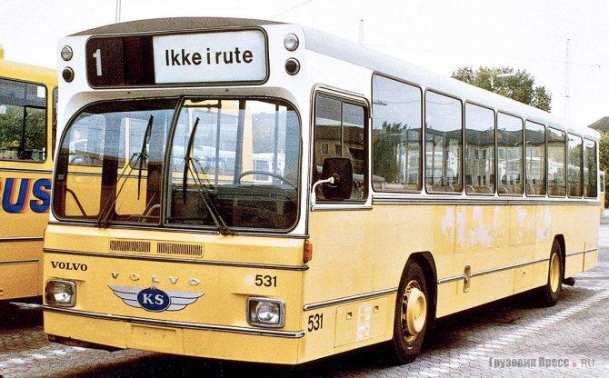 Низкопольный автобус Aabenraa Karrosserifabrik на шасси Volvo B59-59, 1971 г. Впервые за 20 лет компания разместила двигатель (горизонтальный TDH100 мощностью 230 л.с.) в заднем свесе