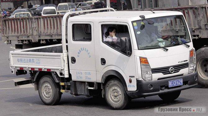 Новая серия Nissan Cabstar NT400 с двойной кабиной, произведённая в Китае