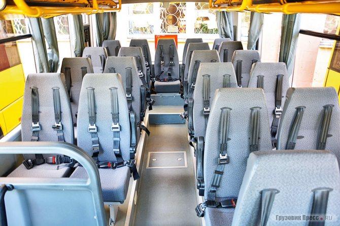 Особенность данной партии МАЗ-241 – детские кресла с четырёх-точечными ремнями безопасности. Обратите внимание – профиль кресел и их расстановка выбраны с учётом акселерации нынешних школяров