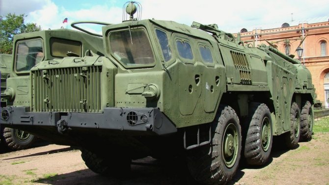 Первое армейское шасси МАЗ-543 с ракетной системой 9К72 (фото автора)