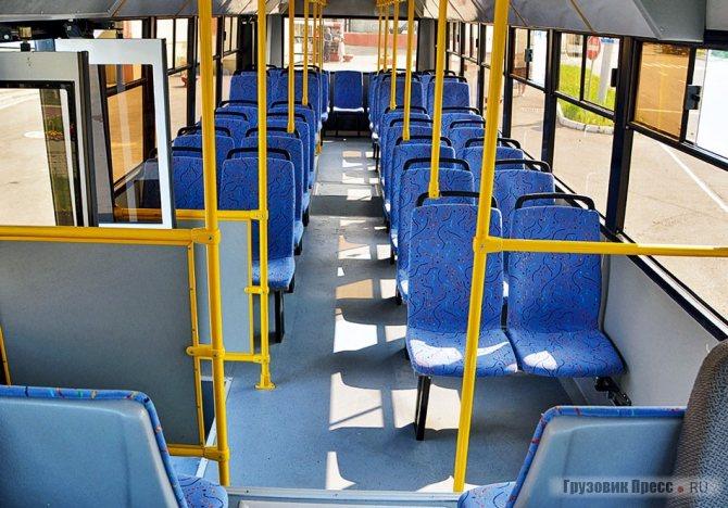 Планировка сидений классическая, 4-рядная – все основные сиденья установлены прямо на полу без подиумов. Никакой накопительной