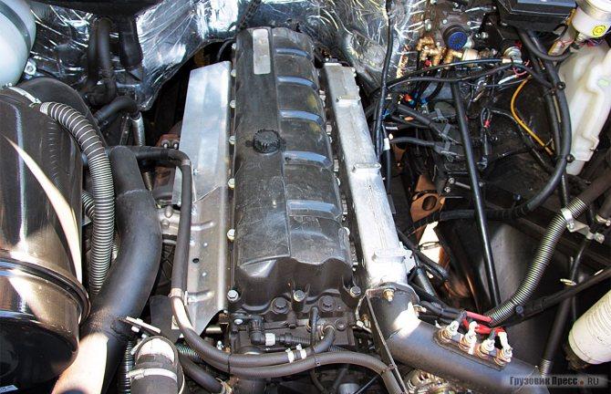 Под капотом рядный шестицилиндровый двигатель ЯМЗ-653
