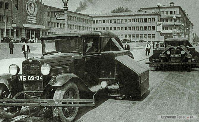 Подметально-уборочные машины «ПУ-7» на шасси ГАЗ-АА. Ленинград. 1936 г.