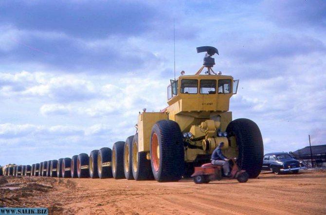 Порожний ТС-497 готов к испытаниям. На кабине размещена антенна радиолокационной станции.