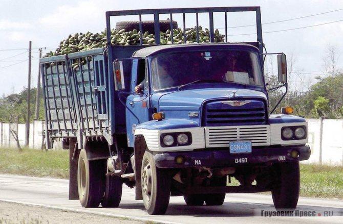 Простые капотные 8-тонные машины 1980-х гг. продолжают возить грузы, как и этот кубинский Hino NH