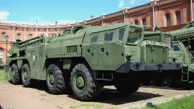 Пусковая установка 9П117М мобильного ракетного комплекса 9К72 (фото автора)