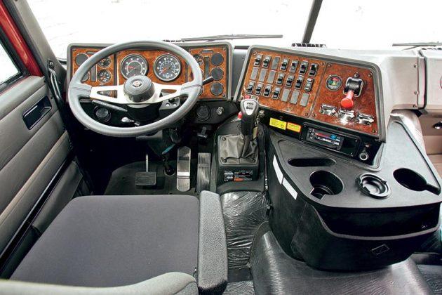 Рабочее место водителя International 9800