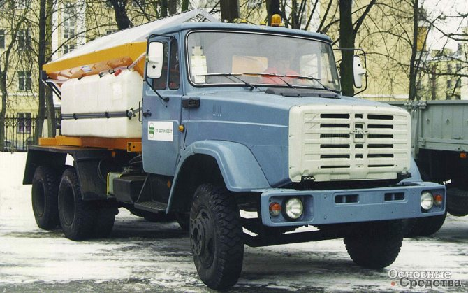 Распределитель противогололедных материалов ПР133Д-42 (ЗИЛ-133Д-42) оснащен оборудованием немецкой компании Schmidt