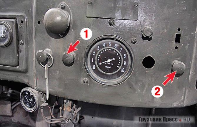 Рукоятки управления воздушной (1) и дроссельной (2) заслонками карбюратора, тумблер указателей поворота (3). Обратите внимание на шкалу главного манометра пневмосистемы